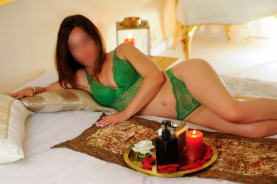 Blanca erotic masseuse for couples in Barcelona