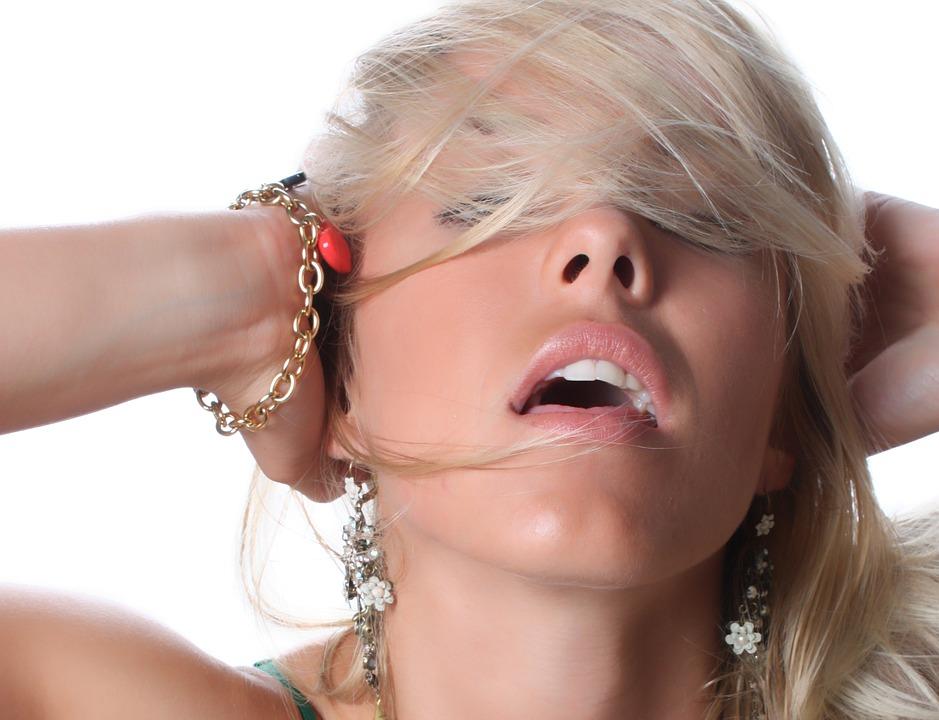 Mitos sobre el squirting: cosas falsas sobre la eyaculación femenina